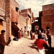 Yasmen Lari, conjunto de viviendas sociales Anguri Bagh en Lahore, 1978